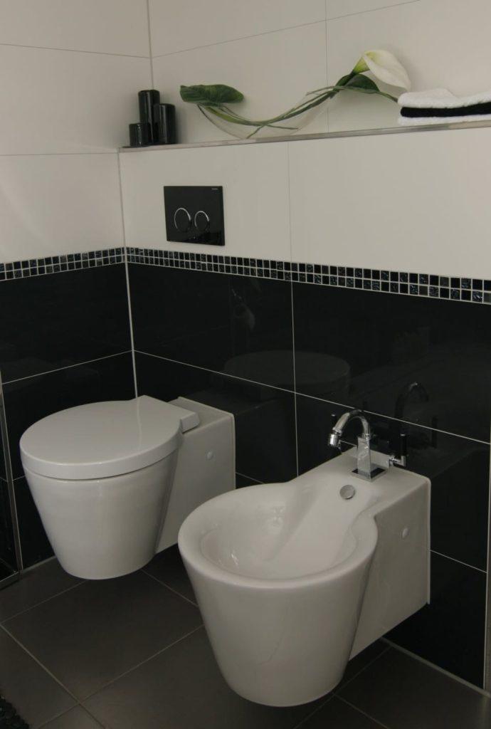Bad in Schwarz-Weiß von SHK Fröhlich
